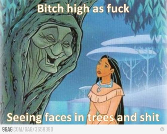 La Pocahontas hablando con un árbol, que aparte es su abuela. Tiene sentido...